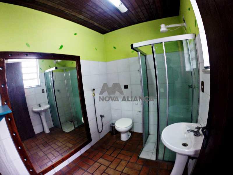 GOPR2276 - Grande oportunidade! Uma casa bem localizada no coração no coração de Laranjeiras. Casa duplex . Térreo: Funcionava um grande estúdio nos fundos tem um banheiro amplo. 1º Pavimento: Uma cozinha aberta, 3 dormitórios, 1 banheiro 1 banheiro social. 2° pavi - NFCA50024 - 5