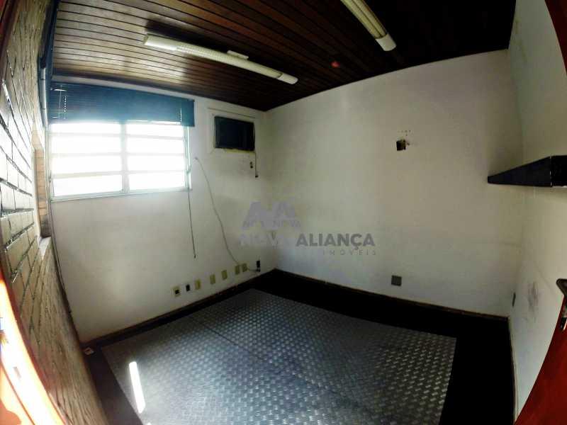 GOPR2277 - Grande oportunidade! Uma casa bem localizada no coração no coração de Laranjeiras. Casa duplex . Térreo: Funcionava um grande estúdio nos fundos tem um banheiro amplo. 1º Pavimento: Uma cozinha aberta, 3 dormitórios, 1 banheiro 1 banheiro social. 2° pavi - NFCA50024 - 19