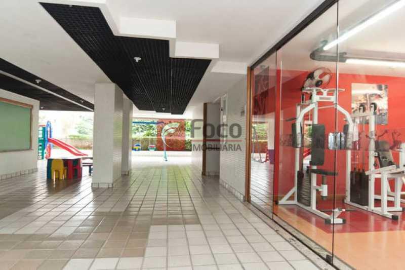 PÁTIO PRÉDIO - Apartamento à venda Avenida Bartolomeu Mitre,Leblon, Rio de Janeiro - R$ 1.900.000 - FLAP22224 - 19