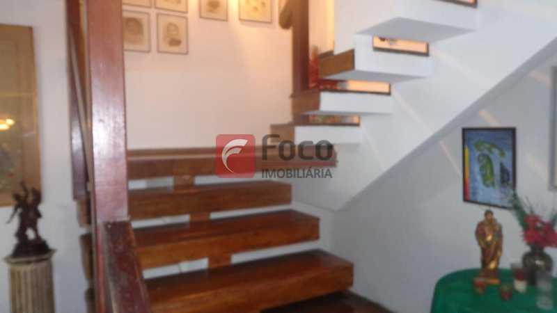 ESCADA ENTRE 1º E 2 º PISOS - Casa à venda Rua Belisário Távora,Laranjeiras, Rio de Janeiro - R$ 2.400.000 - FLCA40072 - 8