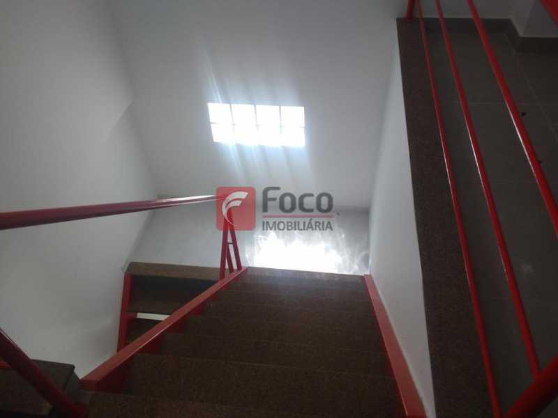 ESCADA LINEAR AO 3º PISO - Casa de Vila à venda Travessa Visconde de Morais,Botafogo, Rio de Janeiro - R$ 2.450.000 - FLCV50005 - 19