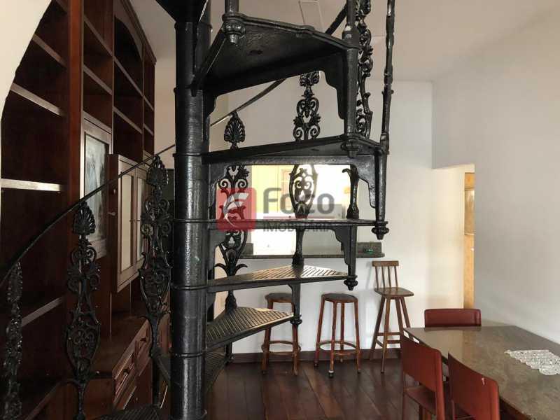 ACESSO AO 2º. PISO: - Cobertura à venda Rua Marquês de Abrantes,Flamengo, Rio de Janeiro - R$ 700.000 - JBCO30176 - 21