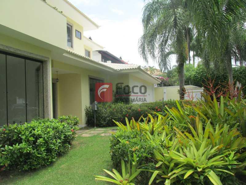 FACHADA DA CASA - Casa em Condomínio à venda Rua Ariosto Berna,Barra da Tijuca, Rio de Janeiro - R$ 6.500.000 - JBCN40009 - 1