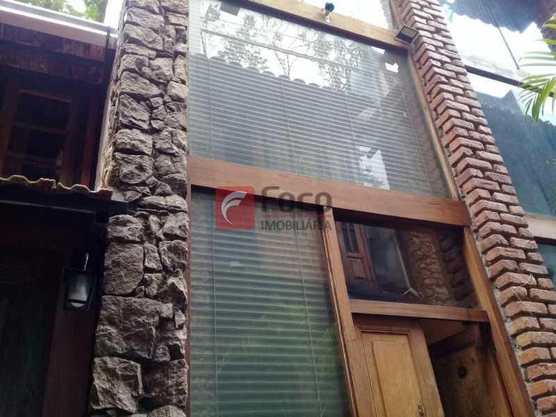 vista fachada - Casa de Vila à venda Rua Gago Coutinho,Laranjeiras, Rio de Janeiro - R$ 750.000 - JBCV10002 - 9