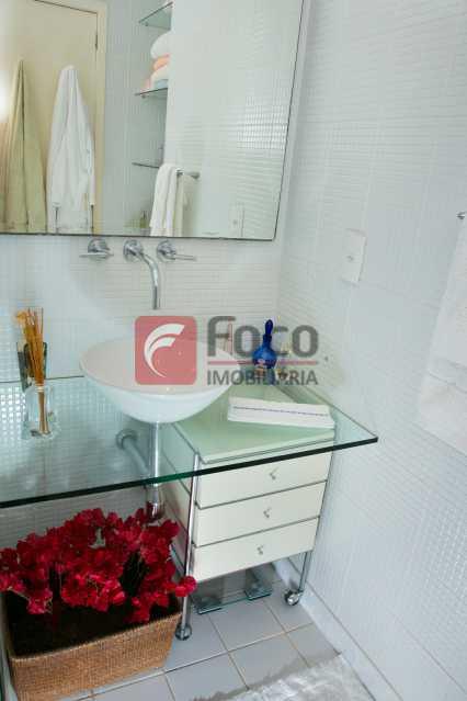 BANHEIRO 1º PISO - Cobertura à venda Avenida Epitácio Pessoa,Lagoa, Rio de Janeiro - R$ 2.500.000 - JBCO30203 - 13