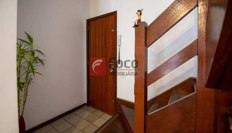 ACESSO ESCADA LINEAR - Cobertura à venda Rua Marquês de São Vicente,Gávea, Rio de Janeiro - R$ 1.300.000 - JBCO10015 - 22