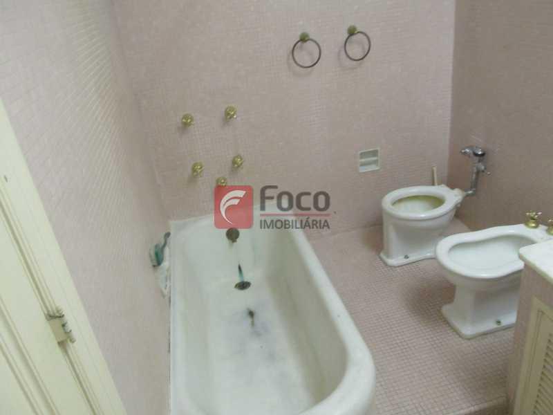 sala de banho - Casarão tipo Sobrado em Botafogo podendo servir para moradia ou comercial - 5 Quartos - 6 Vagas - JBCA50010 - 13