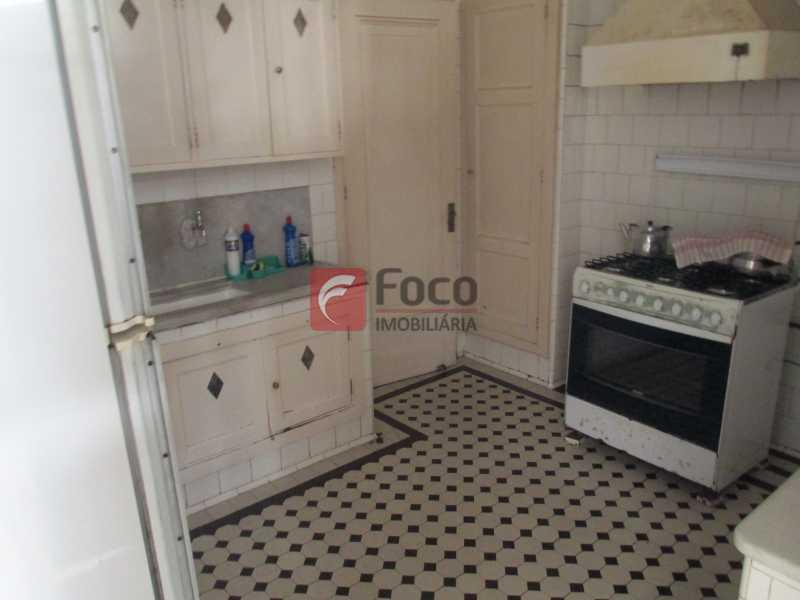 cozinha - Casarão tipo Sobrado em Botafogo podendo servir para moradia ou comercial - 5 Quartos - 6 Vagas - JBCA50010 - 28