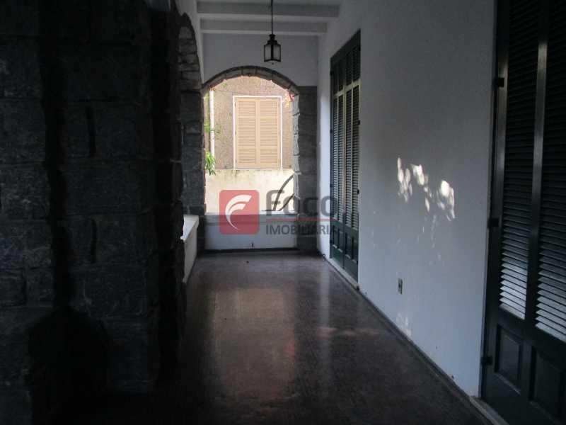 varanda térreo - Casarão tipo Sobrado em Botafogo podendo servir para moradia ou comercial - 5 Quartos - 6 Vagas - JBCA50010 - 23