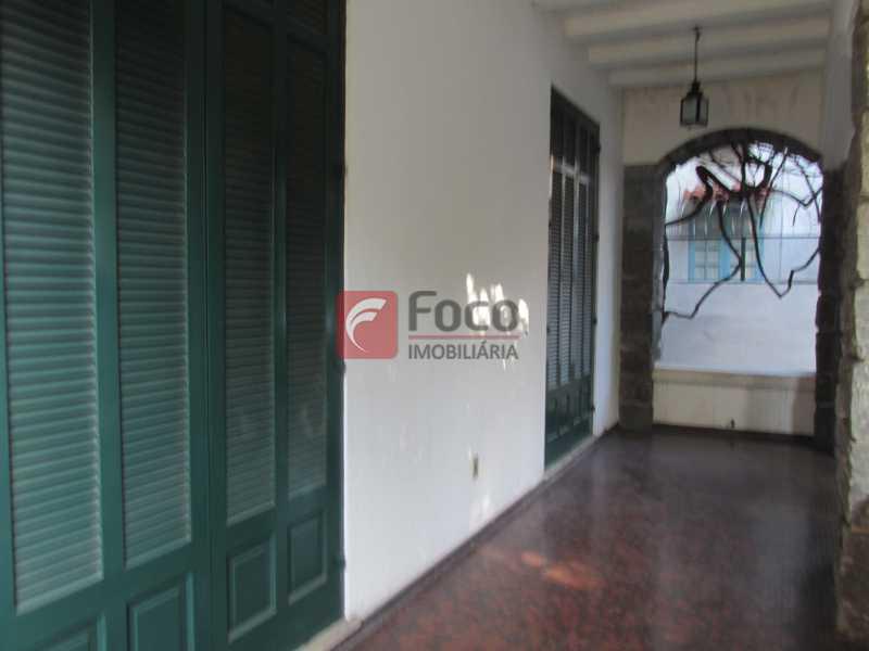 varanda térreo - Casarão tipo Sobrado em Botafogo podendo servir para moradia ou comercial - 5 Quartos - 6 Vagas - JBCA50010 - 24