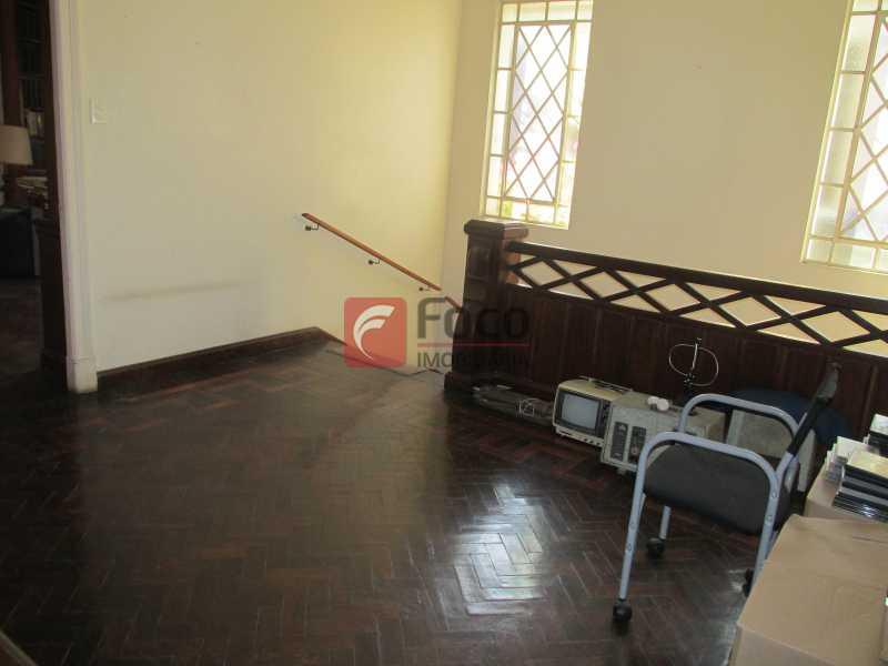 hall de acesso ao 2o.piso - Casarão tipo Sobrado em Botafogo podendo servir para moradia ou comercial - 5 Quartos - 6 Vagas - JBCA50010 - 26