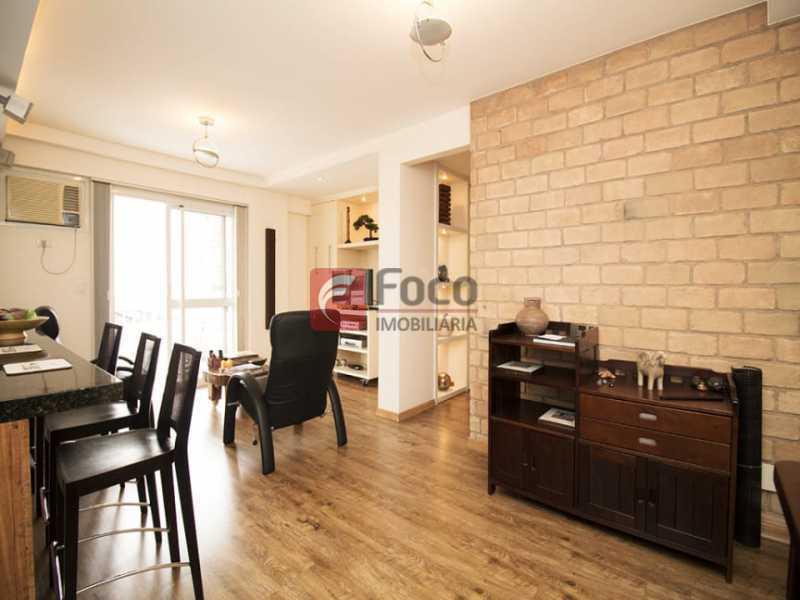 2 - Palazzo Di Lucena - Salão, Cozinha Americana, Suíte Master com Closet Totalmente modernizados. - FLAP21206 - 6