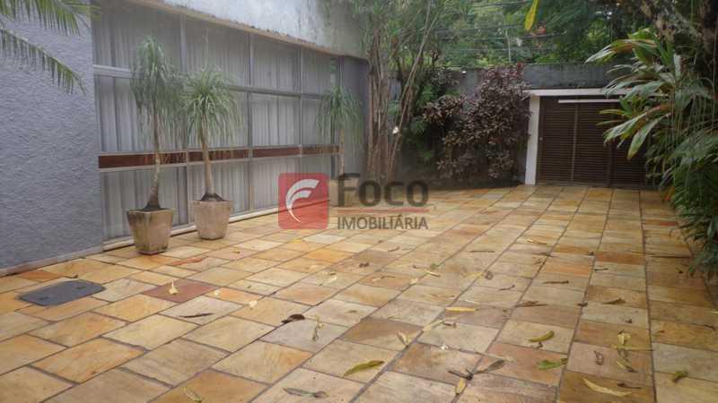 PÁTIO INTERNO - Casa à venda Rua Fernando Magalhães,Jardim Botânico, Rio de Janeiro - R$ 6.000.000 - FLCA70005 - 15