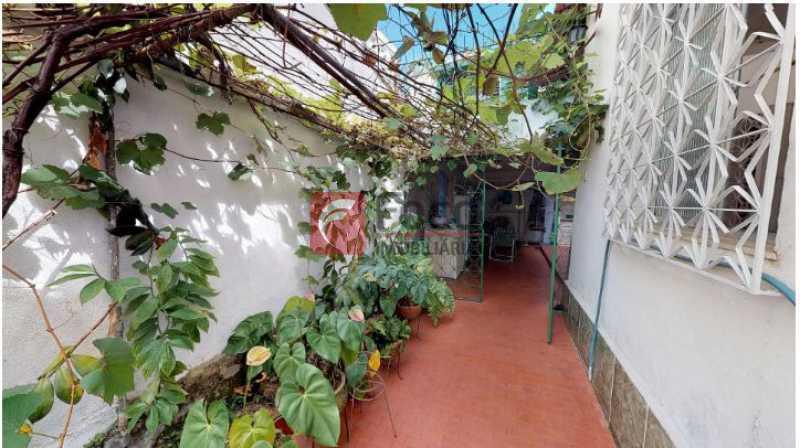 acesso a garagem 1 - Casa à venda Rua Faro,Jardim Botânico, Rio de Janeiro - R$ 1.590.000 - JBCA20004 - 6