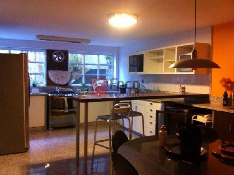 SALA - Ampla Casa no Meio do Verde - 482 m2 no Iptu - 04 Salas, 05 dormitórios (3 suítes) - Piscina, Sauna e Lindo Jardim - JBCA50011 - 3