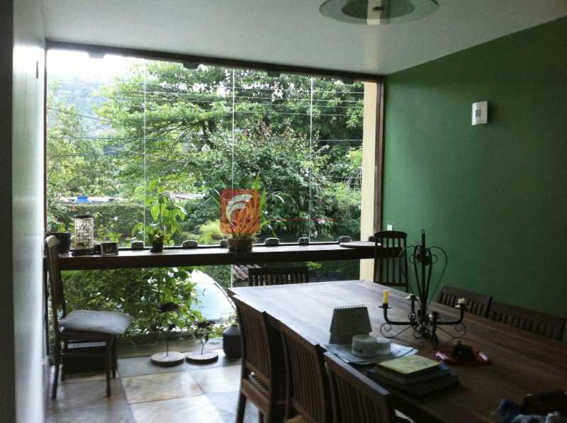 SALA - Ampla Casa no Meio do Verde - 482 m2 no Iptu - 04 Salas, 05 dormitórios (3 suítes) - Piscina, Sauna e Lindo Jardim - JBCA50011 - 6