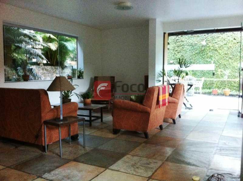 SALA - Ampla Casa no Meio do Verde - 482 m2 no Iptu - 04 Salas, 05 dormitórios (3 suítes) - Piscina, Sauna e Lindo Jardim - JBCA50011 - 9