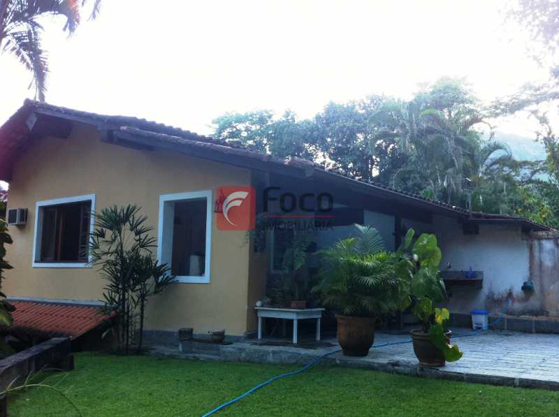 JARDINS - Ampla Casa no Meio do Verde - 482 m2 no Iptu - 04 Salas, 05 dormitórios (3 suítes) - Piscina, Sauna e Lindo Jardim - JBCA50011 - 10