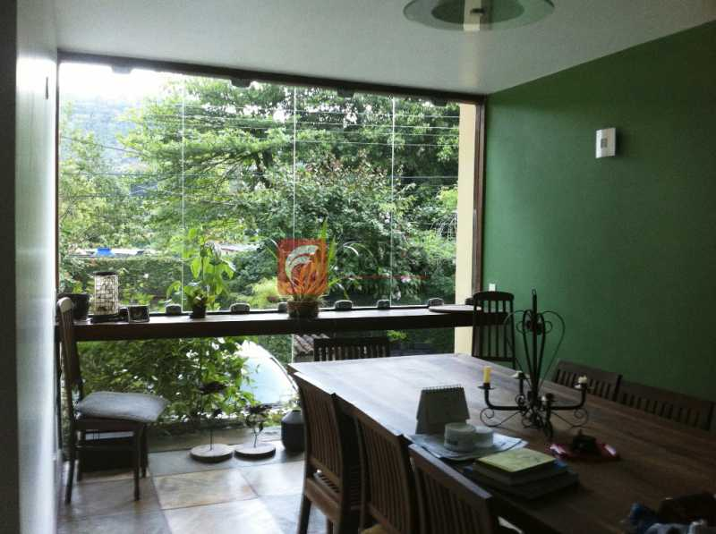 SALA - Ampla Casa no Meio do Verde - 482 m2 no Iptu - 04 Salas, 05 dormitórios (3 suítes) - Piscina, Sauna e Lindo Jardim - JBCA50011 - 11
