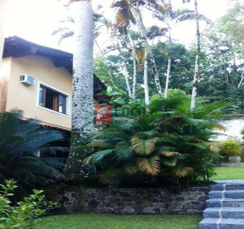 JARDINS - Ampla Casa no Meio do Verde - 482 m2 no Iptu - 04 Salas, 05 dormitórios (3 suítes) - Piscina, Sauna e Lindo Jardim - JBCA50011 - 16