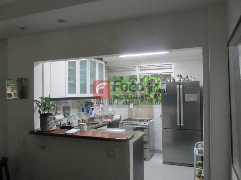 cozinha - Localização Nobre - Linda Casa cercada de todo verde, piscina, churrasqueira - 05 Vagas - JBCA40020 - 5