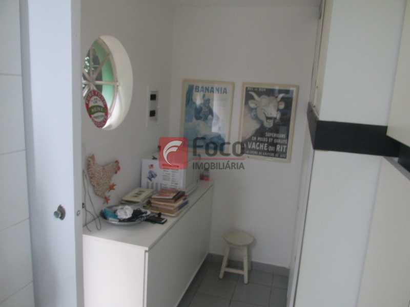 cozinha - Localização Nobre - Linda Casa cercada de todo verde, piscina, churrasqueira - 05 Vagas - JBCA40020 - 6