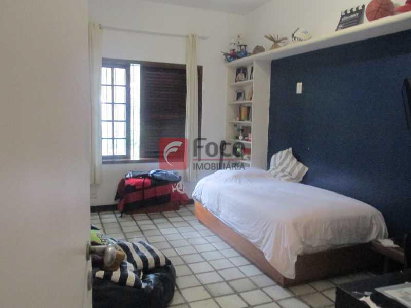 quarto - Localização Nobre - Linda Casa cercada de todo verde, piscina, churrasqueira - 05 Vagas - JBCA40020 - 10