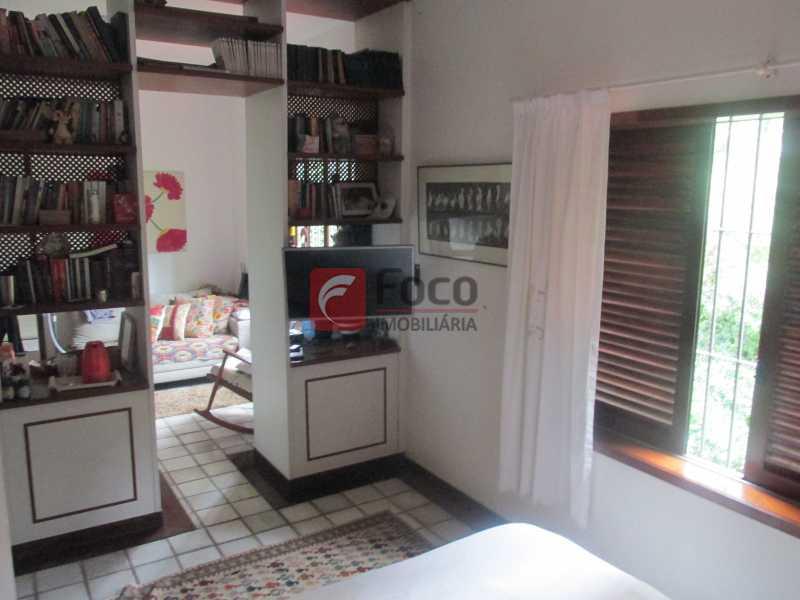 suite ang 1 - Localização Nobre - Linda Casa cercada de todo verde, piscina, churrasqueira - 05 Vagas - JBCA40020 - 13