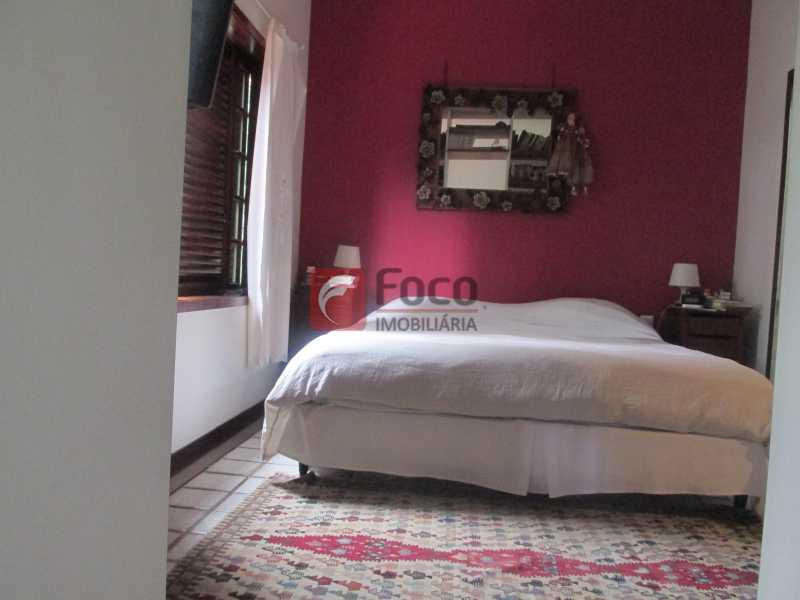 IMG_2358 - Localização Nobre - Linda Casa cercada de todo verde, piscina, churrasqueira - 05 Vagas - JBCA40020 - 14
