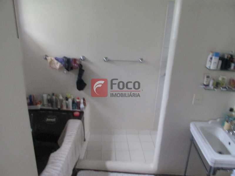 IMG_2362 - Localização Nobre - Linda Casa cercada de todo verde, piscina, churrasqueira - 05 Vagas - JBCA40020 - 15