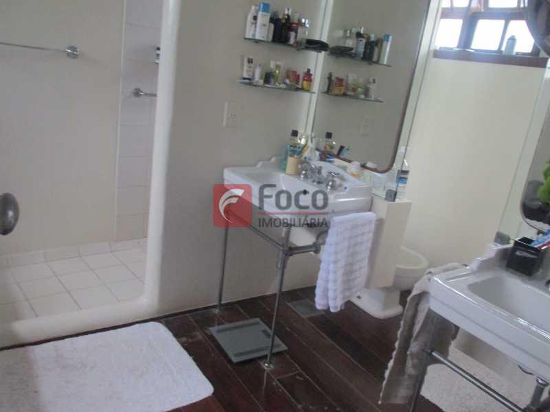 IMG_2363 - Localização Nobre - Linda Casa cercada de todo verde, piscina, churrasqueira - 05 Vagas - JBCA40020 - 16