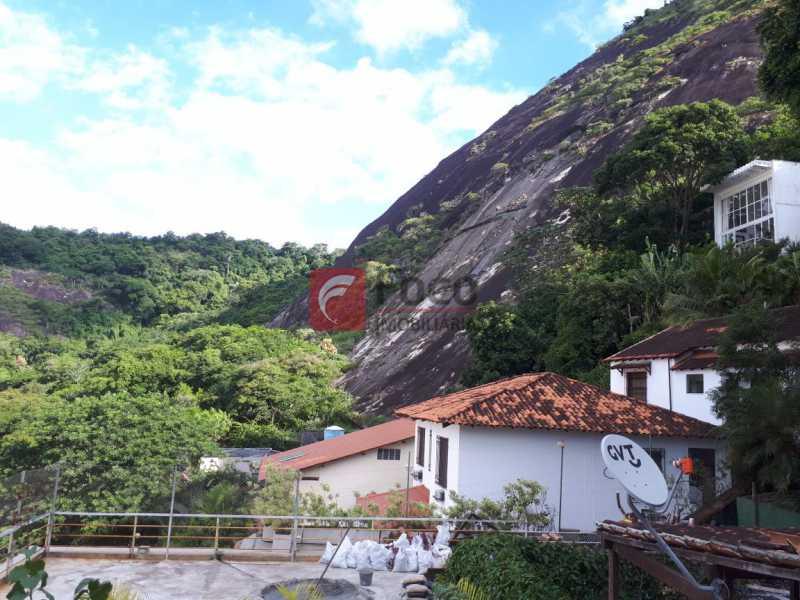 VISTA - CASA EM RUA SEM SAÍDA E GUARITA COM SEGURANÇA 24 HORAS. - FLCA60025 - 9