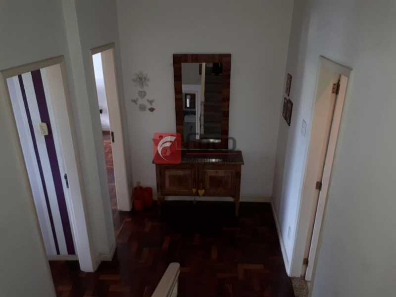 HALL - CASA EM RUA SEM SAÍDA E GUARITA COM SEGURANÇA 24 HORAS. - FLCA60025 - 21