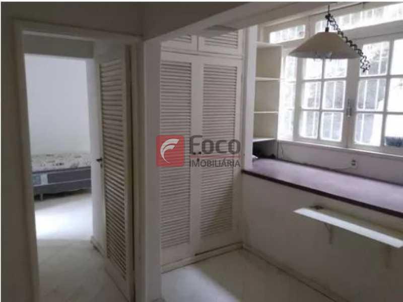 6 - Urca - Prédio pequeno com apenas 01 apartamento por Andar - Sala Quarto com pequena área externa - JBAP10233 - 4