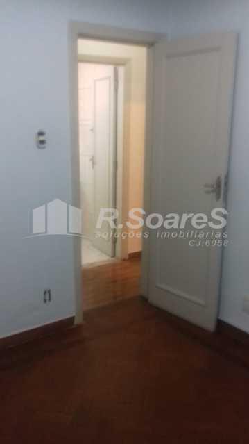 13 - R.Soares vende aluga amplo apartamento térreo localizado na Av. Paulo de Frontin - JCAP30414 - 14