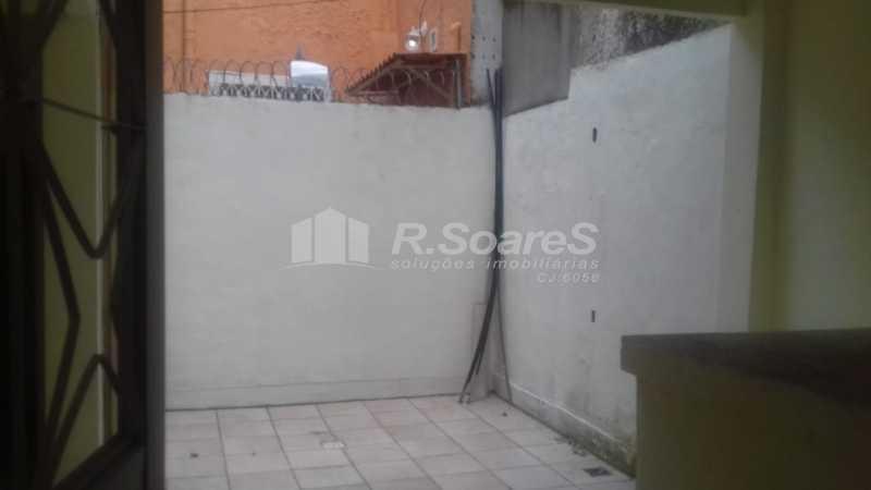 24 - R.Soares vende aluga amplo apartamento térreo localizado na Av. Paulo de Frontin - JCAP30414 - 25