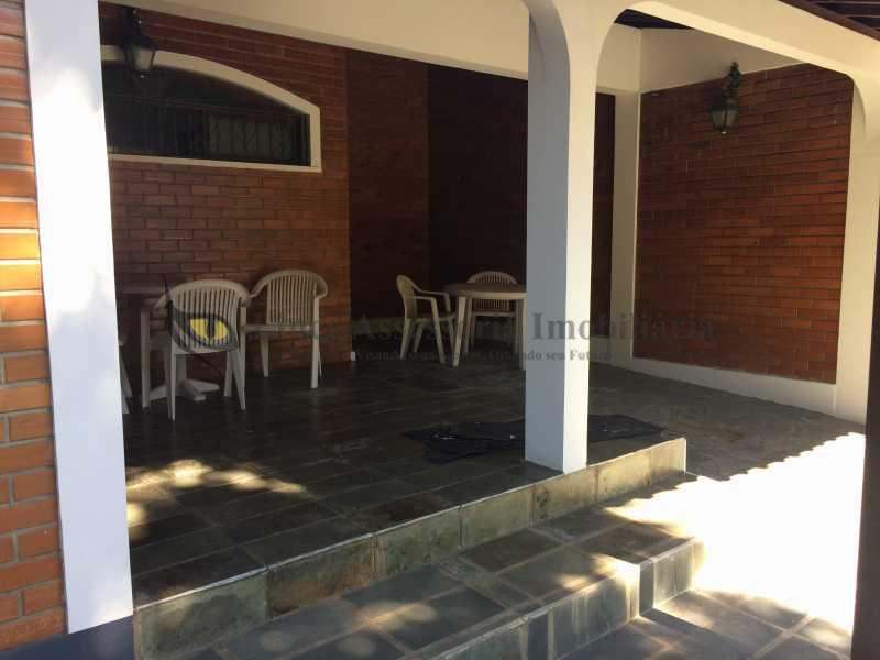 22 VARANDA E GARAGEM - Casa Vila Valqueire, Rio de Janeiro, RJ À Venda, 2 Quartos, 178m² - TACA20044 - 23