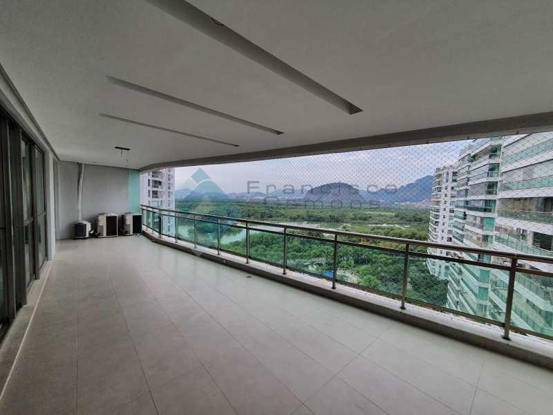 20210315_164022 - Apartamento À venda no condomínio Saint Barth Península, 4 suítes. - MEAP40037 - 5