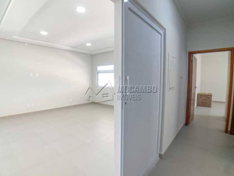 Sala e Acesso aos dormitórios - Casa em Condomínio 4 quartos à venda Itatiba,SP - R$ 1.250.000 - FCCN40185 - 8