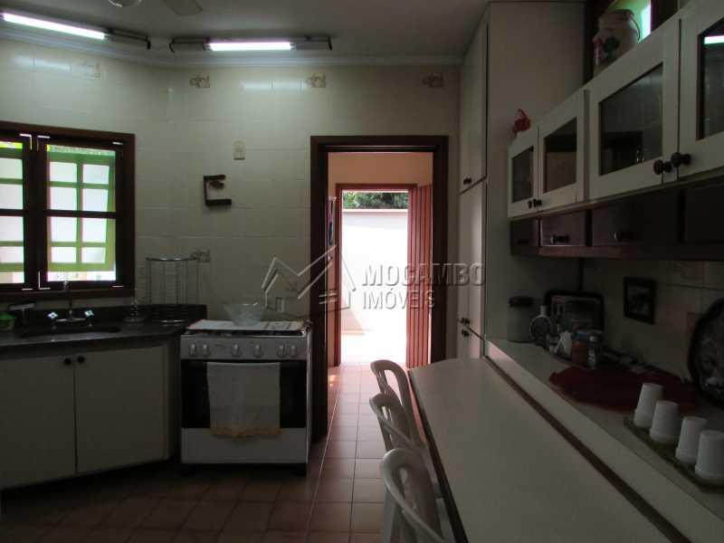 Cozinha - Casa À Venda no Condomínio Ville Chamonix - Jardim Nossa Senhora das Graças - Itatiba - SP - FCCN40033 - 23