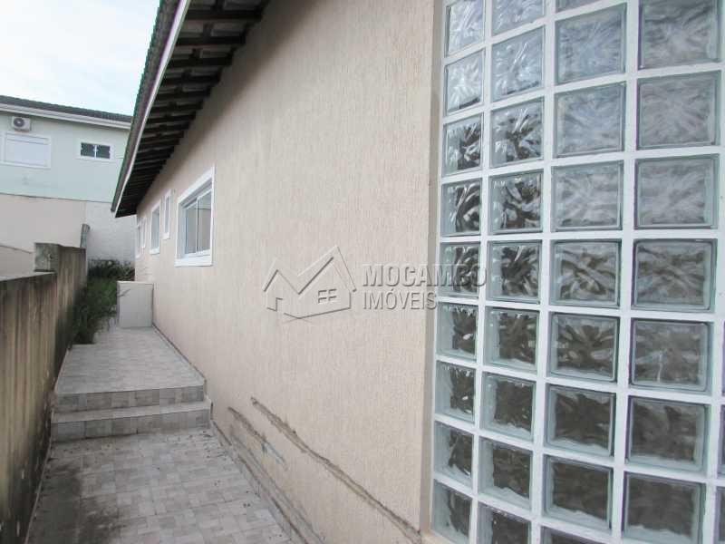 Lateral - Casa em Condominio À Venda - Itatiba - SP - Residencial Fazenda Serrinha - FCCN30040 - 4