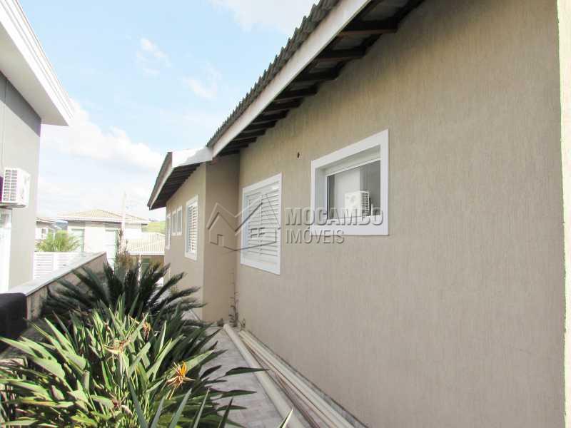 Lateral de Casa - Casa em Condominio À Venda - Itatiba - SP - Residencial Fazenda Serrinha - FCCN30040 - 19