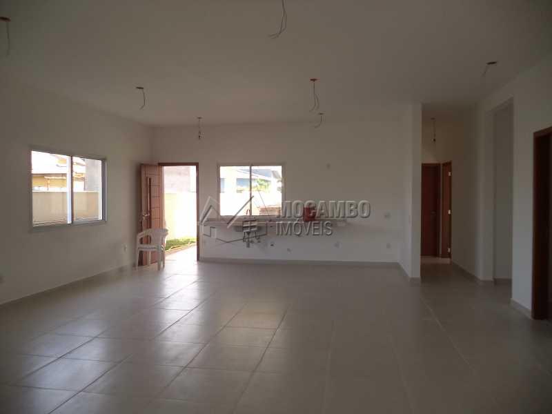 Sala - Casa À Venda no Condomínio Bosque dos Pires - Sítio da Moenda - Itatiba - SP - FCCN40050 - 9