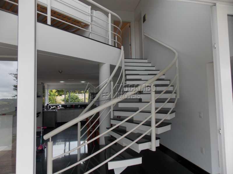 Escada - Casa em Condominio À Venda - Itatiba - SP - Sítio da Moenda - FCCN100001 - 8
