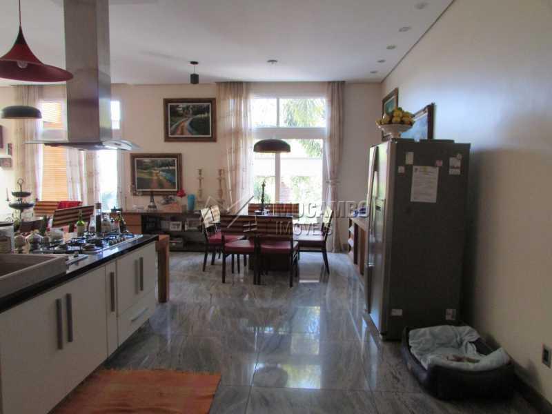 Cozinha americana acesso sala - Casa em Condominio em condomínio À Venda - Condomínio Ville Chamonix - Itatiba - SP - Jardim Nossa Senhora das Graças - FCCN40065 - 18