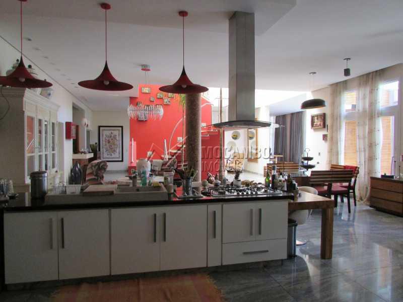 Balcão da cozinha americana - Casa À Venda no Condomínio Ville Chamonix - Condomínio Ville Chamonix - Itatiba - SP - FCCN40065 - 15