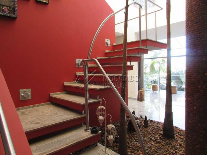 Escadas acesso dormitórios - Casa em Condominio em condomínio À Venda - Condomínio Ville Chamonix - Itatiba - SP - Jardim Nossa Senhora das Graças - FCCN40065 - 9