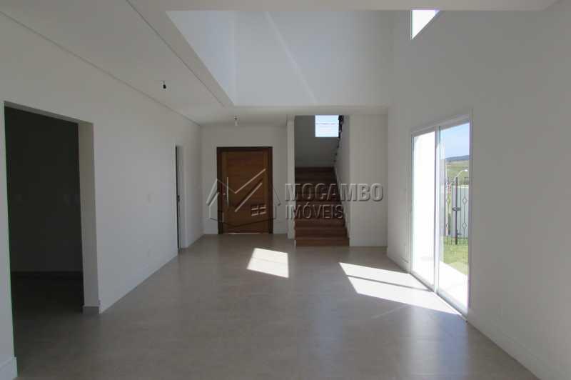 Living - Casa À Venda no Condomínio Reserva Santa Rosa - Jardim Arizona - Itatiba - SP - FCCN30231 - 4