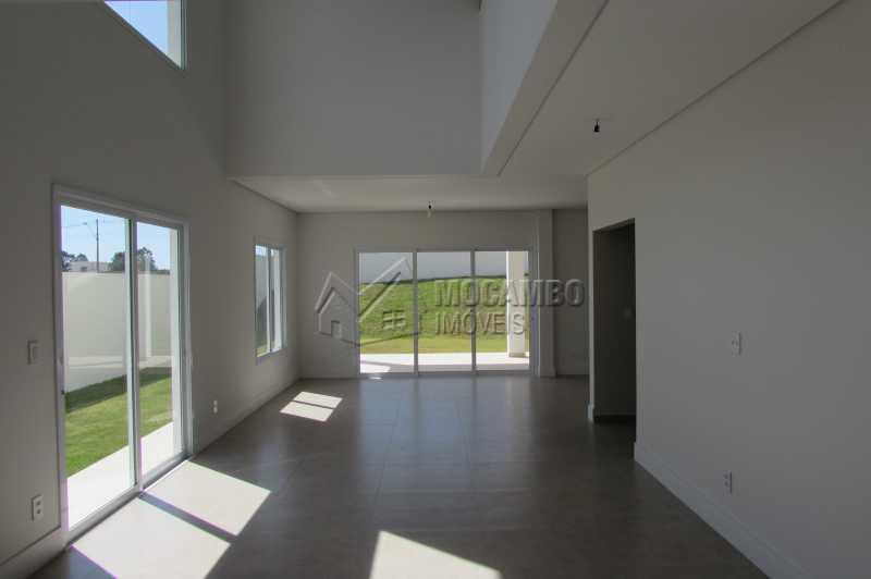 Living - Casa À Venda no Condomínio Reserva Santa Rosa - Jardim Arizona - Itatiba - SP - FCCN30231 - 3