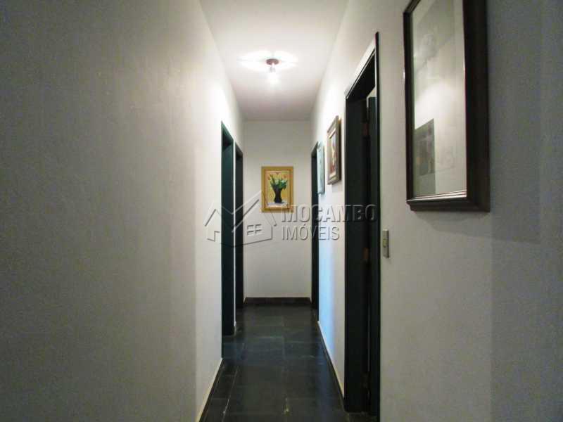 Corredor  - Casa À Venda no Condomínio Capela do Barreiro - Capela do Barreiro - Itatiba - SP - FCCN30247 - 17
